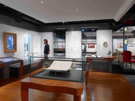 Benjamin Franklin Museum exhibition interior by Casson Mann